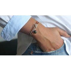 Bracelet perle de Tahiti, chaîne boule en argent et cuir plat. Fermoir bâton en argent.  Modèle TRANSITANT.