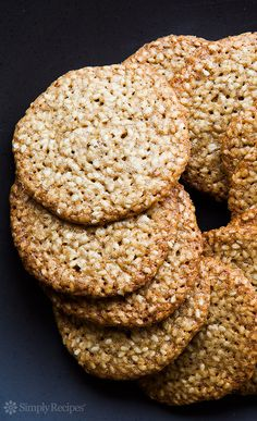 Tiramisu Cookies recipe - easy to make cookie recipe based on the popular Italian dessert. These simple homemade cutout cookies have mascarpone, espresso, cocoa, and rum extract. Easy To Make Cookies, Easy Cookie Recipes, Sweet Recipes, Dessert Recipes, Sesame Seed Cookies Recipe, Sesame Cookies, Tiramisu Cookies, Biscuits, Toasted Sesame Seeds