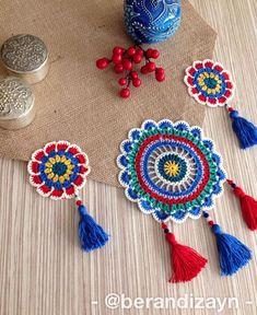 Crochet Table Mat, Crochet Doily Rug, Crochet Table Runner Pattern, Crochet Mandala Pattern, Crochet Poncho, Diy Crochet, Diy Pillows, Baby Knitting, Diy And Crafts