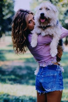 jennifer anniston shirt denim shorts curly hair dog