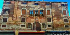 Welcome to Cannaregio, Venice. Home to the oldest Jewish Ghetto in the world, Gondola Ferry and the best way to live this unique city as a true local.