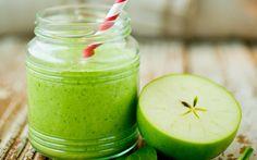Superfrisk spinat- og eplesmoothie: 2 personer 3 håndfull spinat 1 stk eple 1 dl eplejuice 3 ss gresk youghurt 1/5 sitron