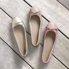 Introducing the 'Laila Ballet' Flat - a modern classic from Tory Burch in a spectrum of colors. Cute Shoes Flats, Chanel Shoes Flats, Top Shoes, Flat Shoes, Ballerina Shoes, Ballet Flats, Black Ballerina, Vestidos Color Durazno, Oxfords