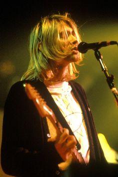 Kurt Cobain live in Maple Leaf Gardens, 1993.