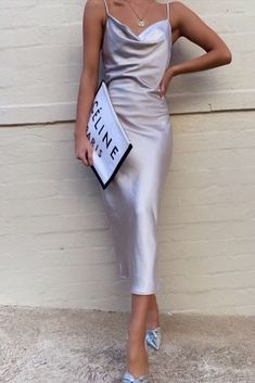 Discover from where to get the best silk slip dresses + GENIUS Ways to style them for Fall! You will make the best fall outfits with these trendy silk dress.. slip dress, satin dress. Elegant Dresses For Women, Fabulous Dresses, Pretty Dresses, Mode Outfits, Dress Outfits, Fashion Outfits, Fall Outfits, Slep Dress, Satin Dresses
