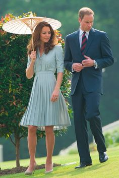 Kate Middleton wearing Jenny Packham Kate Middleton's go-to designer shares her thoughts on the Duchess and her sister's fashion choices Princesa Kate, Jenny Packham, Duke And Duchess, Duchess Of Cambridge, Kate Middleton Stil, Kate Middleton Dress, Kate Middleton Fashion, Kate Middleton Model, Duchesse Kate
