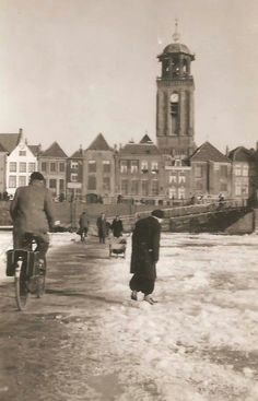 Deventer archieffoto  toen de Ijssel nog bevroren  kon zijn.