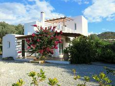 Villa am Meer, in Agia Galini (Villa Asteri) mieten - 1307240 Villa Am Meer, Pergola, Outdoor Structures, Mansions, Cottage House, Vacations, Arbors