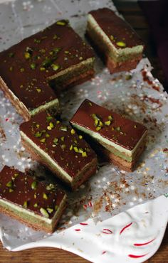 The Wandering Girl: Entremet Pistaches - Noisettes (recipe in French and English) Sweets Cake, Cupcake Cakes, Cupcakes, Entremet Recipe, Chocolates, Cake Recipes, Dessert Recipes, Chocolate Desserts, Chocolate Mouse