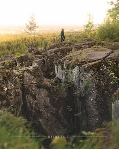 """By """"Ryds Gottor"""" you can explore an exciting landscape consisting of gaps and mighty stone pillar. 🏔👀🌲 The view from the mountain Billingen, towards Skövde and the surrounding area is impressive.  Vid Ryds grottor kan man utforska ett spännande landskap, bestående av klyftor och mäktiga stenpelare. 🏔👀🌲 Utsikten från berget Billingen, mot Skövde och omgivningarna är imponerande."""