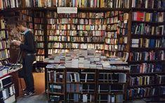 15 pistas literarias para releer, con pausa, la capital francesa, entre cafés, bibliotecas y museos