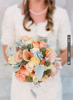 green and peach wedding bouquet | VIA #WEDDINGPINS.NET