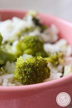 Receita de Arroz com Brócolis ao Limone - prepare esse arroz para a refeição da família dessa semana. #receitas #arroz #brócolis Broccoli, Pasta, Vegetables, Recipes, Food, Desert Recipes, Okra, Risotto, Savory Foods