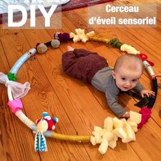 Baby Diy Toys Kid Activities New Ideas Baby Sensory Play, Baby Play, Montessori Baby, Infant Activities, Activities For Kids, Baby Toys, Diy Bebe, Baby Couture, Homemade Toys
