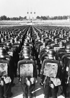 Thousands of German soldiers