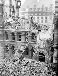 BLITZ: St Thomas's Hospital, Lambeth was badly damaged during an air raid during September London History, British History, Modern History, The Blitz, Air Raid, War Photography, Old London, Blitz London, Battle Of Britain