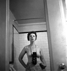Sel-portrait. Lisette Model (1901 – 1983) was an Austrian-born American photographer. She had a potential influence in Vivian Maier's work.