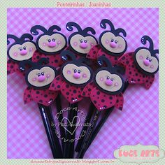 Doce Arte by Pati Guerrato: Doce Arte by Pati Guerrato Bug Crafts, Felt Crafts, Diy And Crafts, Cute Backgrounds For Phones, Valentine Day Gifts, Valentines, Flower Pens, Pencil Toppers, Kids Church