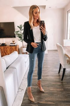 Mode Jackson Loft Try On Haul Workwear Schwarzer Blazer Weißes T-Shirt Raw Hem Jeans Nude Pumps Outfit Blazer Outfits, Blazer Fashion, Winter Fashion Outfits, Workwear Fashion, Outfit Winter, Sweater Outfits, Dress Fashion, Fall Fashion, Dress Outfits