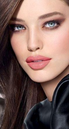 Emily Didonato, beautiful eyes and lips~ Night Makeup, Day Makeup, Makeup Looks, Makeup Style, Makeup Trends, Makeup Ideas, Beauty Make-up, Hair Beauty, Brunette Beauty