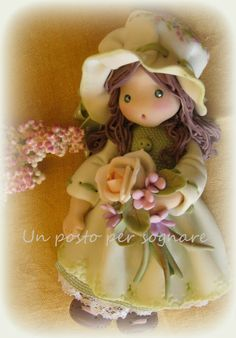 Un posto per Sognare...Bambole, Fate e Folletti BAMBOLINA OCCHI VERDI IN PASTA MAIS