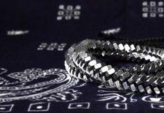 Bracelet combines technology and fashion. Love it?@cutemdesign