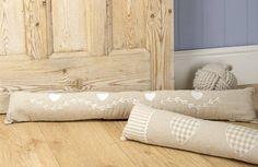 Συμβουλές για να έχεις ζεστό το σπίτι σου χωρίς θέρμανση Bed Pillows, Pillow Cases, Home, Pillows, Ad Home, Homes, Haus, Houses