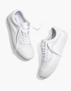 Madewell Vans® Unisex Old Skool Lace-Up Sneakers in Canvas and Suede Found on my new favorite app Dote Shopping Vans Sneakers, Slip On Sneakers, White Sneakers, Sneakers Fashion, Tomboy Fashion, Girl Fashion, White Vans Outfit, All White Vans, White Old School Vans