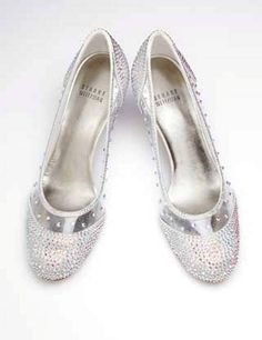 Ποιος θέλει να τα φορέσει??