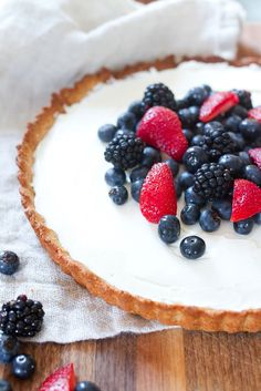 Healthy Greek Yogurt Berry Tart// The BEST healthy summertime dessert! This tart is grain-free, filled with creamy Greek yogurt and piled high with loads of fresh berries! //This gorgeous berry tart is the best summertime dessert! Made with a gluten-free crust, creamy Greek yogurt filling and loads of fresh berries, it's incredibly easy to whip up and tastes heavenly.