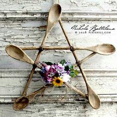 DIY Kitchen Witch Pentagram <3 :) ~Frisky   http://blog.pixiehill.com/2018/03/a-rustic-spoon-staraka-kitchen-witch.html?m=1 Witches Kitchen, Kitchen Magic, Diy Kitchen, Kitchen Decor, Kitchen Ideas, Wiccan Decor, Wiccan Crafts, Wooden Spoon Crafts, Wood Crafts