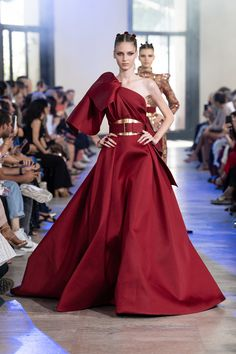 Elie Saab Fall 2019 Couture Fashion Show Collection: See the complete Elie Saab Fall 2019 Couture collection. Look 26. ~ETS #crimson