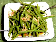 Green Bean & Shallot Salad - Takes 10 minutes to make and so delicious! Veggie Side Dishes, Healthy Side Dishes, Green Beans With Shallots, Healthy Cooking, Healthy Eating, Vegetarian Recipes, Healthy Recipes, Side Dish Recipes, Clean Eating