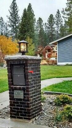 Dark brick mailbox DIY project, lighted, red flag, locked mailbox designed and built by Mac Anderson Front Door Makeover, Exterior Makeover, Front Yard Fence, Fenced In Yard, Diy Mailbox, Mailbox Ideas, Fence Ideas, Yard Ideas, Diy Projects Lights