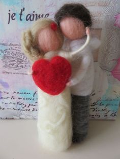 A story of love for Valentine's Day Needle felted waldorf inspired - PintoPin Valentine Crafts, Valentine Day Love, Valentines Day Decorations, Diy Laine, Felt Angel, Felt Fairy, Needle Felting Tutorials, Felt Toys, Felt Crafts