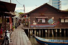 """""""Children in a Boat"""" Mural by Ernest Zacharevic, Chew Jetty, George Town, Penang, Malaysia"""