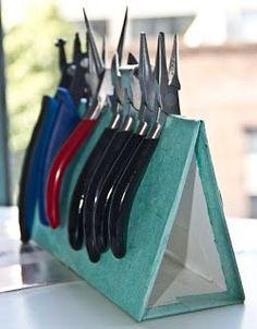 Olcsó megoldás fogók, ollók tárolására. Embergrass Jewelry | Blog: How to: make your own plier stand