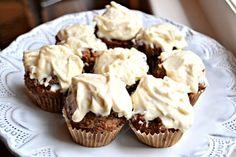 Peanut Butter Runner | Gluten-Free, Refined Sugar-Free Mini Carrot Cake Cupcakes | http://www.peanutbutterrunner.com