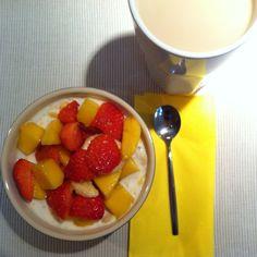 Muesli with Bananas, Mango and Strawberries.