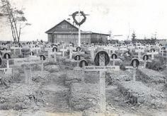 13 de julio de 1942. Alfredo Anguita fotografió el cementerio de Grigorowo, en Novgorod, y, en primer plano, la tumba de Armando Hernando H...