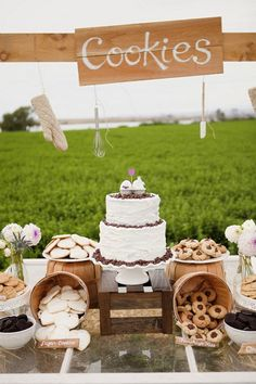 Cookies and milk are a hot wedding trend, this is a delicious dessert and super budget-friendly – what can be better than a bunch of homemade cookies? Cookie Bar Wedding, Dessert Bar Wedding, Wedding Cookies, Wedding Desserts, Wedding Cake, Wedding Shoes, Cookie Buffet, Lolly Buffet, Candy Buffet