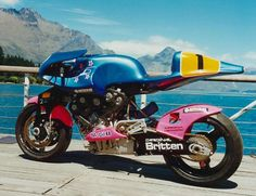 John Britten was a revolutionary motorcycle designer whose home-brewed machine won international ovations with its stunning design, engineering and performance. The medieval roar of the Britten motorcycle lingers over the tarmac of Kiwi myth Racing Motorcycles, Custom Motorcycles, Custom Bikes, Street Tracker, Bobbers, Classic Bikes, Classic Cars, Motorcycle Companies, Motor Scooters