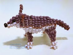 Free detailed tutorial with step by step photos on how to make a wolf out of seed beads and wire in the technique of 3D beading. Great for beginners!