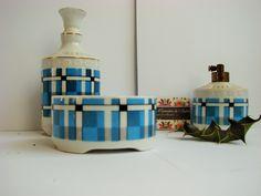 vintage ensemble toilette blanc or + carreaux bleu  faïence vers 1960 =1 bouteille parfum 1 autre + bouchon + 1 pot Saint Vale ntin bon état de la boutique CuriositesdeSophie sur Etsy