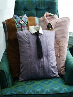 DIY Gift Idea: Use Men's Shirts to create memory pillows. Funny Pillows, Diy Pillows, Throw Pillows, Shirt Pillows, Handmade Cushions, Couch Cushions, Christmas Gift For Your Boyfriend, Gifts For Your Boyfriend, Homemade Christmas Gifts