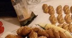 Νηστίσιμα κουλούρια που θα φτιάχνετε όλο το χρόνο.  Γευστικά,μυρωδάτα,τραγανά.  Συνταγή της πεθεράς μου.Δοκιμάστε την,αξίζει !!! Υλικά: 1... Greek Desserts, Greek Recipes, Greek Cookies, Pastry Cake, Cookie Recipes, Sausage, Biscuits, Stuffed Mushrooms, Vegetables
