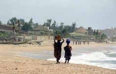 u coeur du village de La Somone, à 500m de la mer, à proximité des commerces, des restaurants, des bars, des discothèques...