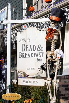 This Halloween decor is out of control awesome! #halloween