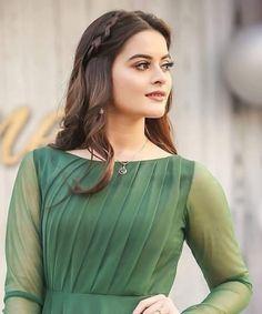 #Minal 😊 Beautiful Pakistani Dresses, Pakistani Bridal Dresses, Pakistani Dress Design, Beautiful Hijab, Pakistani Fashion Casual, Pakistani Girl, Pakistani Actress, Kurta Neck Design, Frocks For Girls