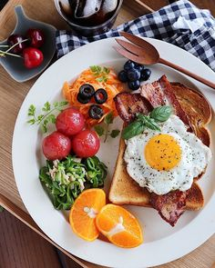 quick healthy breakfast ideas for diabetics recipes without food Healthy Snacks, Healthy Eating, Healthy Recipes, Health Breakfast, Breakfast Recipes, Think Food, Cafe Food, Aesthetic Food, Food Presentation